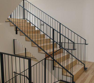 Guest House_vertical_0000s_0009_Reabilitacao-porto-Escada-e-lanternim